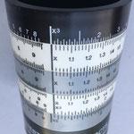 En realidad es una regla lineal colocada sobre un cilindro
