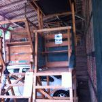 Drückjagdbock mit Dach