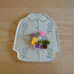 花柄のコート(水色):大 約20cm×19cm×1cm  小  約15.5cm×14.5cm×1cm