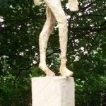 Schreitender, Weide, 180 cm mit Sockel