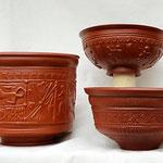 """Zylindrischer Becher """"Ochse"""" (Drag. 30, 1-3. Jh. n.Chr. Südgallien), Bilderschüssel Putten  2Jh., Dekorschale 1-3. Jh. n. Chr."""