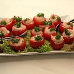 Tomaten gefüllt mit Krabben