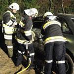 Praktisches Arbeiten mit dem hydraulischen Rettungsgerät.