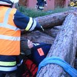 Rettung einer eingeklemmten Person.