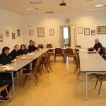 Wissensüberprüfung im Lehrsaal.