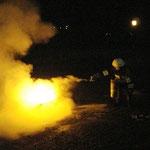 Die richtige Handhabung eines Feuerlöschers in der Praxis.