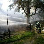 Mittels massiven Löschwasserauftrag konnte der Brand gelöscht werden.