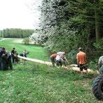 Die Vorbereitungen am Waldrand.