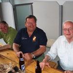 In der Mitte der Baumspender Ewald Pichler und rechts unser Dienstältester Leopold Lashofer.