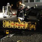Es wurden zwei Einsatzszenarien geübt: Rettung aus einem Schacht (Hintergrund) sowie ein Verkehrsunfall mit mehreren Verletzten.