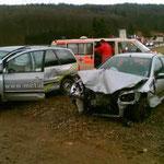 Totalschaden an allen drei Fahrzeugen - glücklicherweise keine Personenschäden.