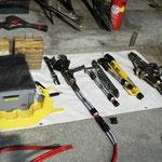 Das hydraulische Rettungsgerät auf der Bereitstellungsplane....