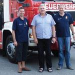 Johann Kübel (Bildmitte) unterstützt die Feuerwehr Kasten finanziell.