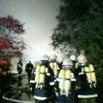 Unter Verwendung von schwerem Atemschutz wurde die Brandbekämpfung vorgenommen.