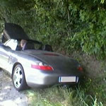 Am Fahrzeug entstand erheblicher Sachschaden.