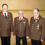 Kommandant Fritz Hausmann mit den verdienten FF-Kameraden