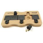 Dog Domino – Voor de gevorderde puzzelaar. De schuifjes moeten dermate geschoven worden zodat de klosjes vrijkomen.
