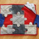Puzzelkleed bestaande uit puzzelstukken.