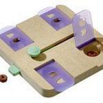 Karlie Brain Train Safe - Spannend intelligentiespel met kunststof dekseltjes die moeten worden opgetilt.