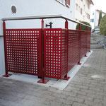 Geländer Kellerabgang mit Lochblech-Füllung