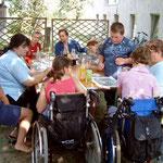 Malaktion mit Wolfsbacher Kinden (mit besonderen Bedürfnissen) - Gestaltung einiger Glaskuben