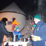 Helga und Karl Wimmer sorgten für die Ausschank heißer Getränke