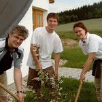 Strauchpflanzung durch eine Seitenstettner Schulklasse