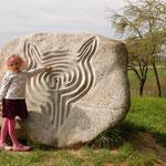Der Labyrinthstein fasziniert nicht nur Kinder ...