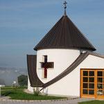 Blick von der Dorfkapelle zur Pfarrkirche