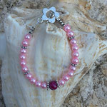 Perlen Armkette Dana mit rosa Glanzperlen, Metallperlen Schmetterling, Blumenrondellen, dunkel rosa Achat Perle