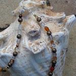 Damen Perlen Halskette Kassandra mit weissen, gelben, braunen und orangen Glasperlen, bronze Metallperlen und durchsichtigen, facettierten Glasperlen