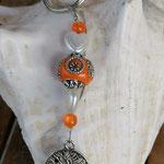 Schlüsselanhänger Baum des Lebens Lebensbaum mit oranger Kashmiriperle mit silbernen Ornamenten, herzförmigen weissen Acrylperlen & orangen Glasperlen