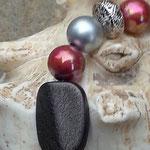 Herz Schlüsselanhänger Princess mit Metallherzanhänger, grossen altrosa und silbernen Acrylperlen, Drahtsilberperlen & einer schwarzen, lavaähnlichen viereckigen Acrylperle in der Mitte
