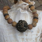 Kurze Edelstein Perlenhalskette Mina mit 8mm Wüstenjaspis Perlen, Bronze Metallrondellen, 2cm filigraner Bronze Drahtperle