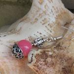 Silber Perlen Ohrringe Ohrhänger Teresa mit Perlenkappe Antiksilber, 1cm rosa Glasperle und 8mm Schmetterlings Metallperle Antiksilber, Ohrhaken nickelfrei