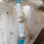 Mädchen Halskettte mit blauen Katzenaugen Glasperlen, weissen Acrylperlen, Sternenstaub Metallperlen, UFO-Rondellen & Blumen Rondellen aus Antiksilber
