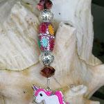 Schlüsselanhänger Einhorn Cherry mit Schmuckperle glitzerrosa mit Blumen, Drahtsilberperlen und facettierten Glasperlen in altrosa