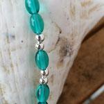 Kinder Mädchen Halskette Perlenkette Laura mit ovalen Türkis Glasperlen, silbernen Acrylerlen & Federanhänger