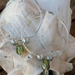 Creolen mit Metallperlen in Antiksilber und grünen Glasperlen mit Silberdraht umwickelt