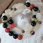 Zweireihiges mehrsträngiges Perlenarmband Perlenkette Armkette Armband www.cacuzza.ch mit schwarzen und roten Steinperlen, cremefarbenen Acrylperlen, bronze Metallperlen