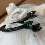 Fingerring Ring Alizon schwarz oxidiertes Messing mit pinken Ruby & grünen Palace Green 4mm Swarovski Steinen verstellbar