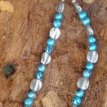 Kinder Halskette Kidz Cross mit hellblau marmorierten Glasperlen, Acrylerlen in Form von Blättern und Acrylanhänger Mille Fiori Kreuz
