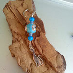 Katzen Schlüsselanhänger Abigail mit himmelblauer indonesischer Schmuckperle, türkis Glaskrepp Perlen, hellblauen Glasperlen & Katzenanhänger aus Metall
