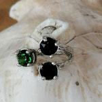 Fingerring Ring Calen Antiksilber Messing mit Dark Moss Green und Jet 6mm Swarovski Steinen verstellbar