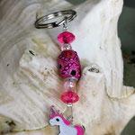 Schlüsselanhänger Einhorn Rainbow Shower mit Schmuckperle pink und pinken Strassperlen, rosa Acrylperlen und facettierten pinken Acrylperlen