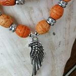 Mala Armband Armkette Kette Ajala mit  rotbraunen und hellbraunen indianischen Holzperlen, Acryl- & Metallperlen, Anhänger Engelsflügel Antiksilber