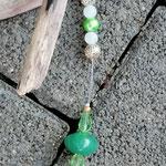 Schwemmholzgirlande Treibholzdesign Mobile Windspiel Wohn Accessoire Wohnschmuck mit Herzanhänger, grünen Glas- & Glanzperlen, Drahtsilberperlen