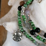 Mala Armband Armkette Achatarmband Edelstein Armband elastisches Armband dreireihig Modeschmuck Perlenschmuck Achatperlen grüne facettierte Jadeperlen Metallperlen Katzenanhänger Blumen Metallperlen