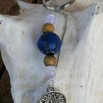 Schlüsselanhänger Baum des Lebens Lebensbaum mit blauer Kashmiriperle in Leder, goldenen Sternenstaubperlen, weissen Glasperlen & Lebensbaum Anhänger in Antiksilber