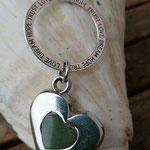 Lange Perlenhalskette mit Jadeperlen, Metallperlen, Kokosperlen, Herzanhänger mit Charm